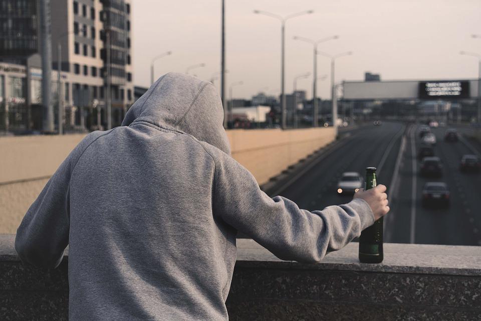 alkoholizm Przymusowe leczenie alkoholika   jak wysłać osobę uzależnioną od alkoholu na odwyk?