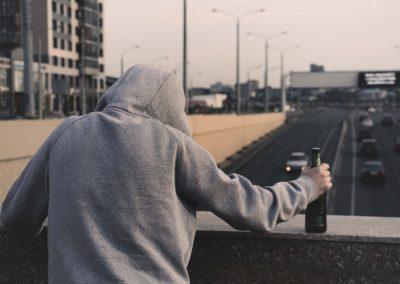 Przymusowe leczenie alkoholika - jak wysłać osobę uzależnioną od alkoholu na odwyk?