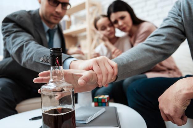 Jak zachowywać się w stosunku do alkoholika?