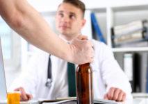 7 najpowszechniejszych stereotypów związanych z alkoholizmem