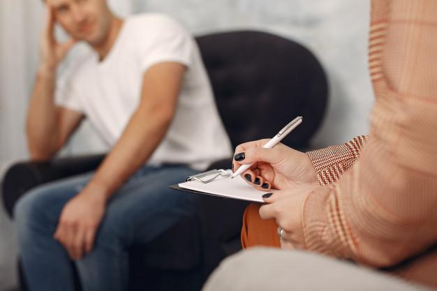 Relacja z psychoterapeutą w czasie terapii uzależnień