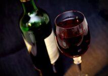 Zatrucie alkoholowe - ile trwa, objawy, jak pomóc