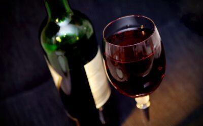 Zatrucie alkoholowe – ile trwa, objawy, jak pomóc